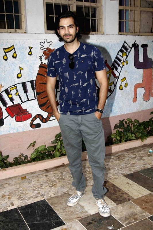 Television actor Karan Grover during during the launch of Nisha Rawal's song, Choti si Asha, to raise funds for under privileged children in Mumbai, on Nov 13, 2015. - Karan Grover