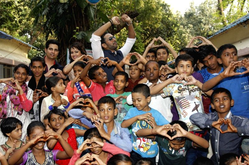 Television actors Karan Mehra, Nisha Rawal and Terence Lewis with children of Vatsalya Foundation during during during the launch of Nisha Rawal's song, Choti si Asha, to raise funds for ... - Karan Mehra and Terence Lewis