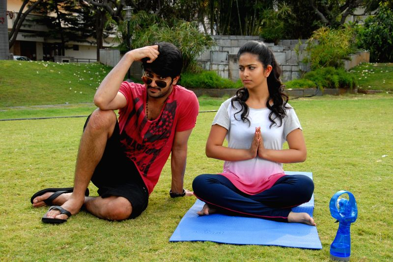 Telugu movie Lakshmi Raave Maa Intikie stills.