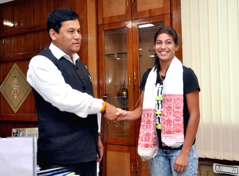 Tennis player Tanisha Kashyap calls on the Assam Chief Minister Sarbananda Sonowal at Assam Secretariat in Guwahati on July 14, 2016. - Sarbananda Sonowal and Tanisha Kashyap