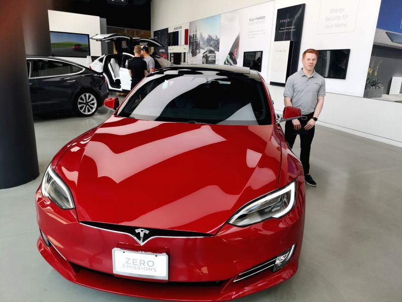 tesla model s catches fire at a supercharger station. Black Bedroom Furniture Sets. Home Design Ideas
