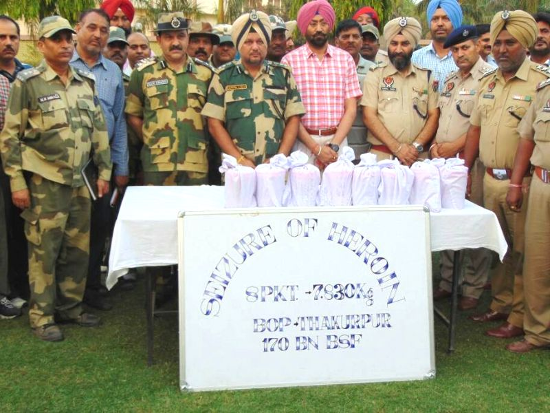 Thakurpur (Punjab): BSF officials display 8 kg heroin seized during a joint search operation by BSF and Punjab Police in Thakurpur of Punjab on May 19, 2017.