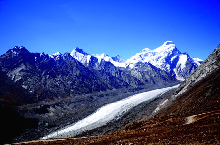 A journey of 10k kms; 2 women, 8 states and mighty Himalayas (Book Review) ()