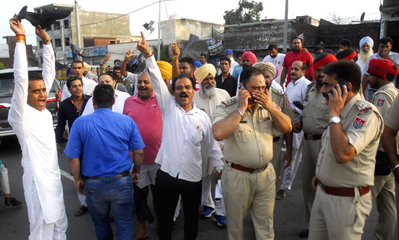 The activists of various Hindu organisation stage a demonstration against Delhi Chief Minster Arvind Kejriwal in Amritsar on July 17, 2016.