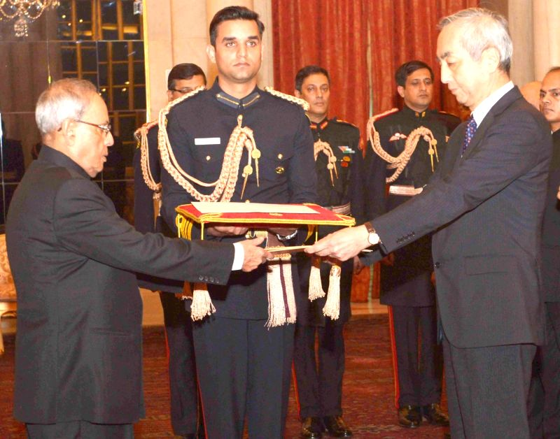 The Ambassador-designate of the Japan Kenji Hiramatsu presents his credential to the President Pranab Mukherjee, at Rashtrapati Bhavan, in New Delhi on Dec 9, 2015. - Pranab Mukherjee
