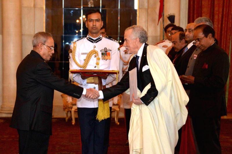 The Ambassador designate of the People's Republic of Algeria in India,  H.E. Hamza Yahia Cherif presents his credentials to President Pranab Mukherjee during a programme at Rashtrapati Bhawan in New ... - Pranab Mukherjee