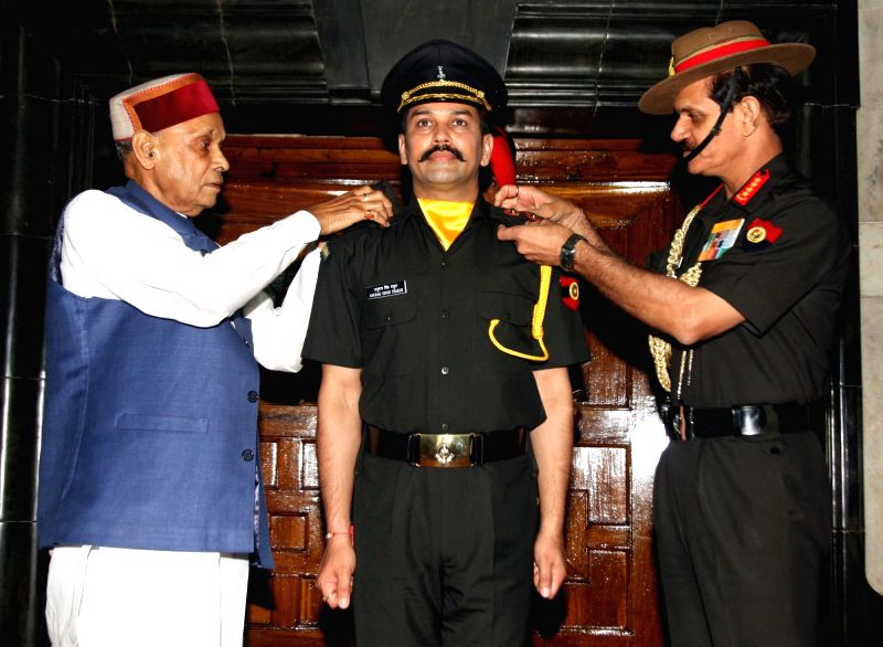 The Chief of Army Staff, General Dalbir Singh conferring the rank of Lieutenant in the Territorial Army on MP and BCCI President Anurag Singh Thakur at a solemn 'Commissioning' ceremony, ... - Dalbir Singh and Anurag Singh Thakur