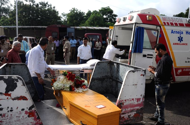 The coffin of legendary painter S H Raza who was passed away after prolonged illness; at Dr. Babasaheb Ambedkar International Airport in Nagpur on July 24, 2016.