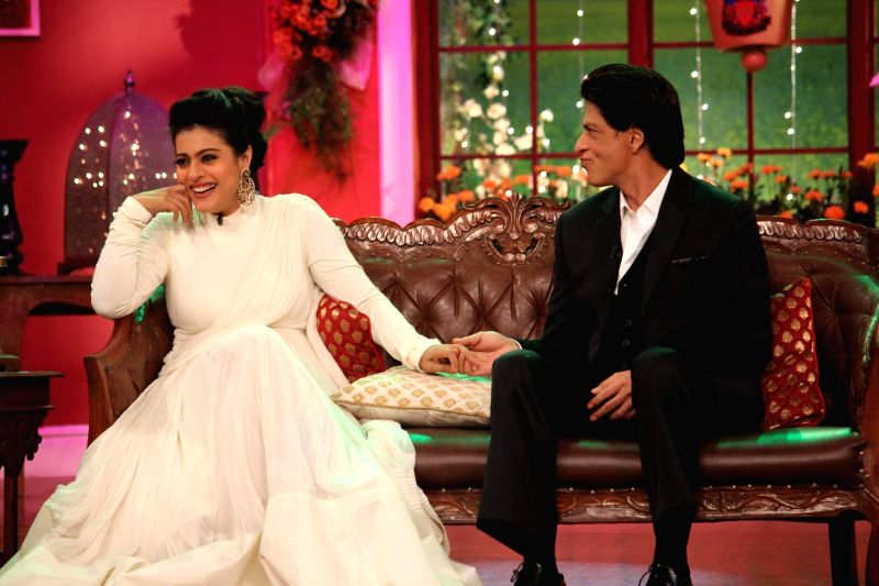 The evergreen couple Kajol and Shahrukh Khan on the sets of Comedy Nights With Kapil reliving the good old days at Dilwale Dulhania Le Jayenge 1000 weeks completion special episode shoot on Comedy ... - Kajol and Shahrukh Khan