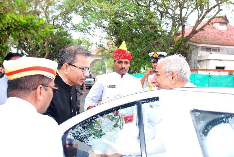The Governor of Gujarat Om Prakash Kohli arrives at Mumbai Raj Bhavan from Gandhinagar to take additional charge as the Governor of Maharashtra on Aug 24, 2014. - Prakash Kohli