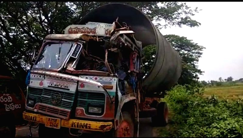 The lorry that collided with Telangana Speaker S Madhusudanachary's vehicle in Telangana's Jayashankar Bhupalpally district on June 9, 2018. The Speaker escaped unhurt after the ... - S Madhusudanach