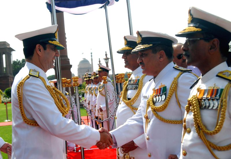The new Chief of Naval Staff, Admiral Rabinder Kumar Dhowan interacts with navy officers in New Delhi on April 17, 2014. - Rabinder Kumar Dhowan
