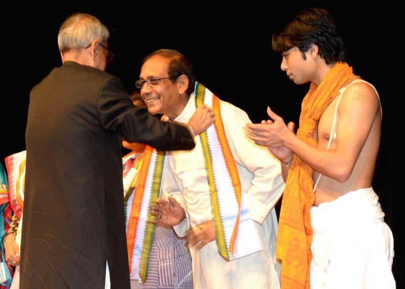 The President of India Pranab Mukherjee during a Manipuri Dance performance by Shri Rajkumar Singhajit Singh at Rashtrapati Bhavan Auditorium in New Delhi on 26 April 2014.