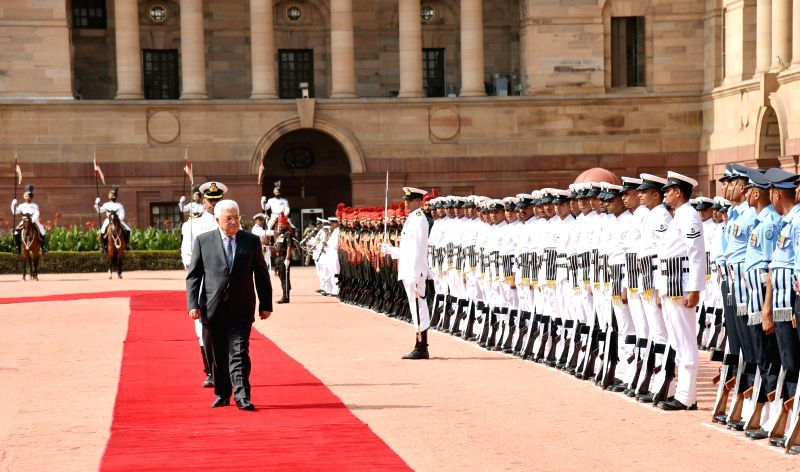 The President of the State of Palestine Mahmoud Abbas inspecting the Guard of Honour, at the Ceremonial Reception, at Rashtrapati Bhavan, in New Delhi on May 16, 2017.