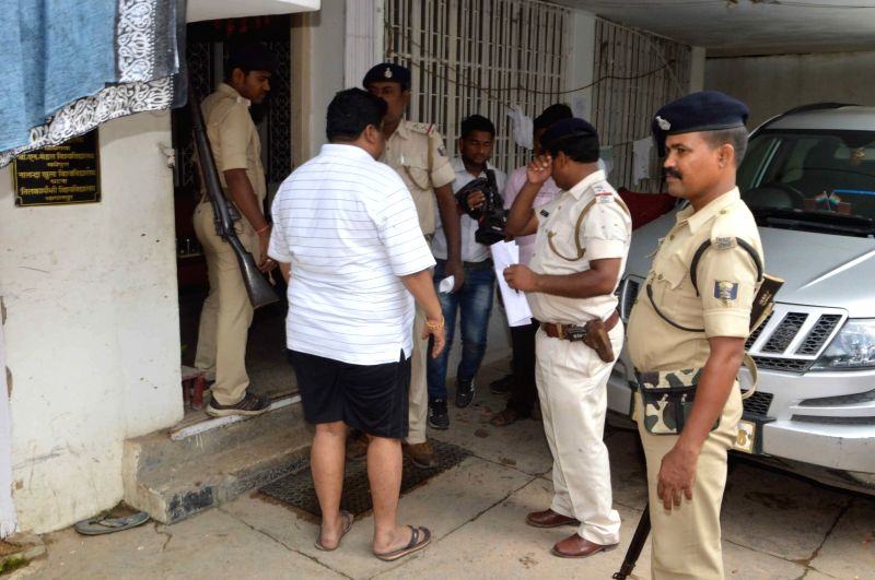 The special investigation (SIT) team raids the residence of former Bihar School Examination Board (BSEB) chairman Lalkeshwar Prasad Singh's son-in-law Vivek Kumar in Patna on July 24, 2016. - Lalkeshwar Prasad Singh and Vivek Kumar