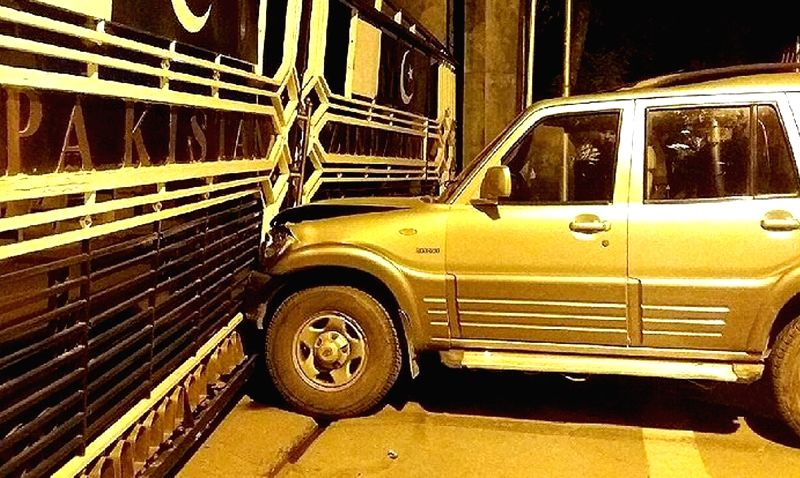 Car rams  into the border gate at Attari-Wagha border