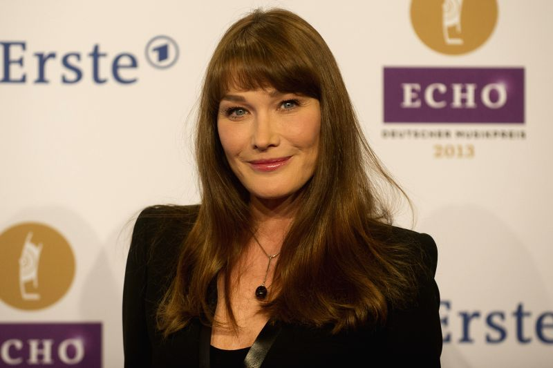 : The wife of the former French President Nicolas Sarkozy, the French singer Carla Bruni posing before the beginning of the ECHO Music Prize award ceremony on the red carpet in Berlin, Germany, 21 ...