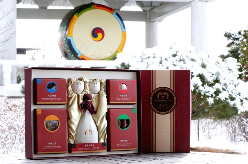 This photo taken on Jan. 31, 2018, shows President Moon Jae-in's gift for Lunar New Year's day, which falls on Feb. 16. The 50,000-won (US$47) gift includes a traditional potato wine and will ...