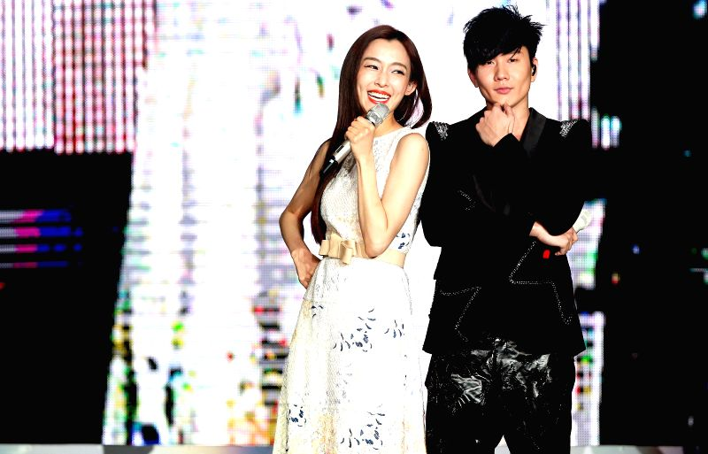 "Singapore's singer JJ Lin(R) and special guest Christine Fan sing on his ""TIMELINE"" world tour concert in Tianjin, north China, May 1, 2014. (Xinhua/Ma ..."