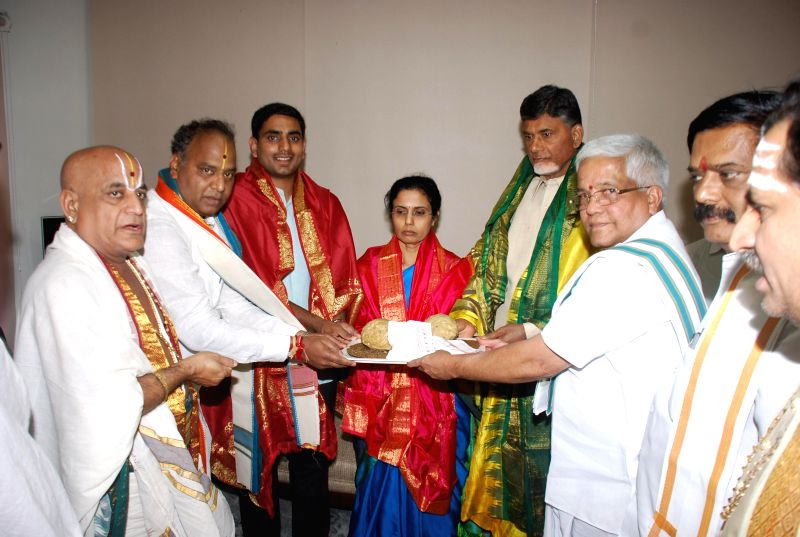 Tirumala Tirupati Devasthanams Executive Officer Mukkamala Giridhara Gopal presents Srivari Prasadam to Telugu Desam Party (TDP) chief N. Chandrababu Naidu at the laters residence in Hyderabad on May