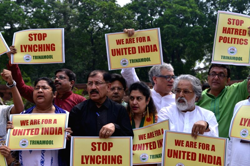 TMC MPs including Derek O'Brien, Satabdi Roy, Sudip Bandyopadhyay, Tapas Paul and other party MPs stage a demonstration against the incidents of lynching in front of the Gandhi statue at ... - Satabdi Roy