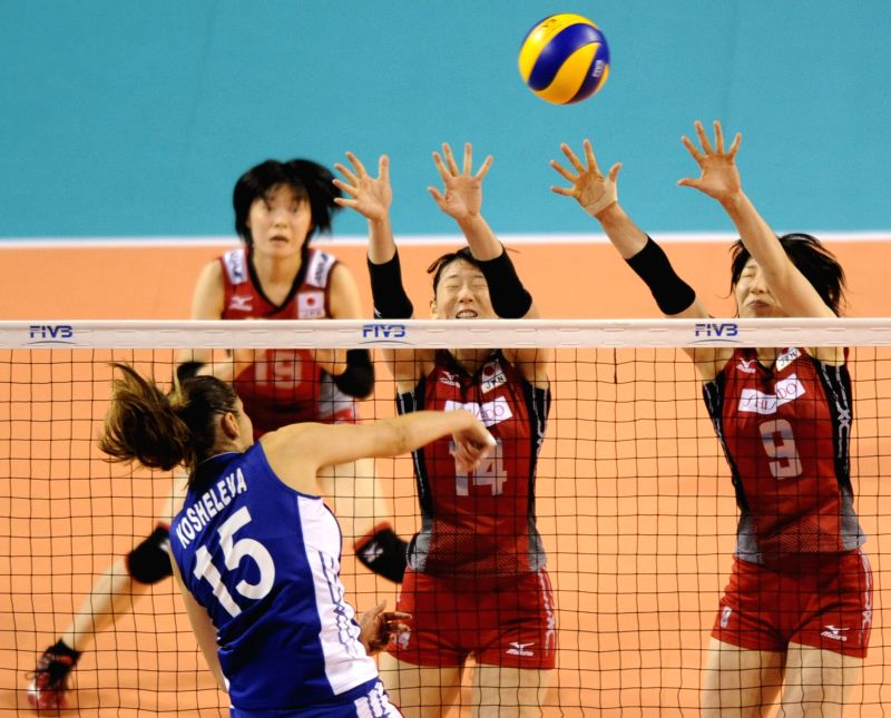 Mizuho Ishida (R) and Yukiko Ebata (C) block the ball against Russia during the final round match of FIVB Women's Volleyball World Grand Prix in Tokyo, Japan, Aug. ...