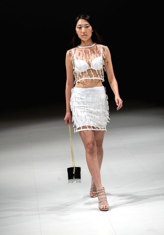 TORONTO, April 21, 2017 - A model presents a creation by Ali Haider during the 2017 Fashion Art Toronto event in Toronto, Canada, April 20, 2017.  (Xinhua/Zou Zheng) (zxj/IANS))