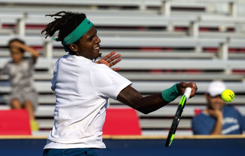 TORONTO, Aug. 5, 2018 - Elias Ymer of Sweden returns the ball against Benjamin Sigouin of Canada during the first round of men's singles qualifying match at the 2018 Rogers Cup in Toronto, Canada, ...