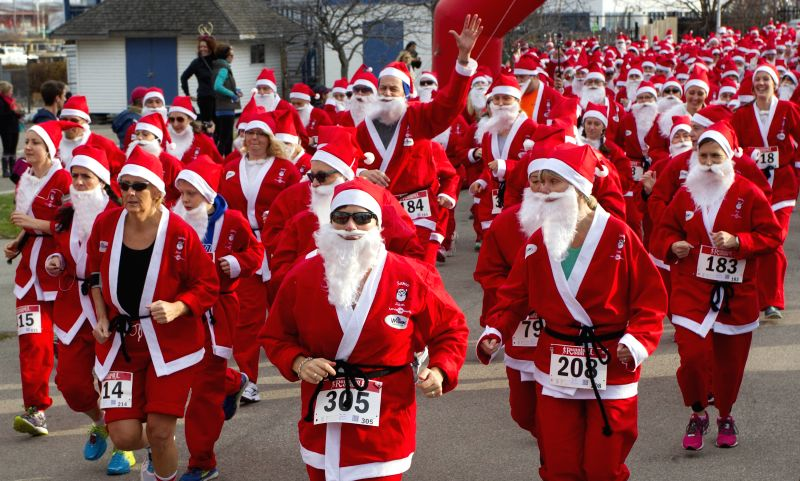 Toronto (Canada): Participants dressed as Santa Claus take part in the 2014 Santa Race in Hamilton, Ontario, Canada, Nov. 30, 2014. Around a thousand runners participated in the annual 5K race on ...