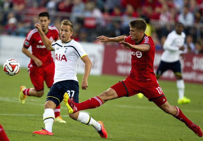 Harry Kane(2nd L) of Tottenham Hotspur passes the ball during the friendly match against Toronto FC in Toronto, Canada, July 23, 2014. Tottenham Hotspur won 3-2. ...