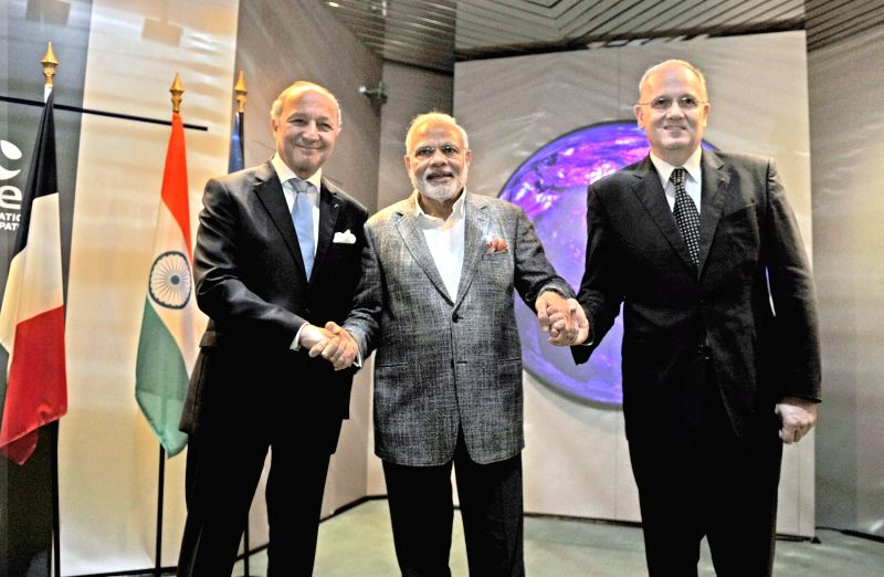 Prime Minister Narendra Modi visiting the CNES (National Centre for Space Studies), in Toulouse, France on April 11, 2015. - Narendra Modi