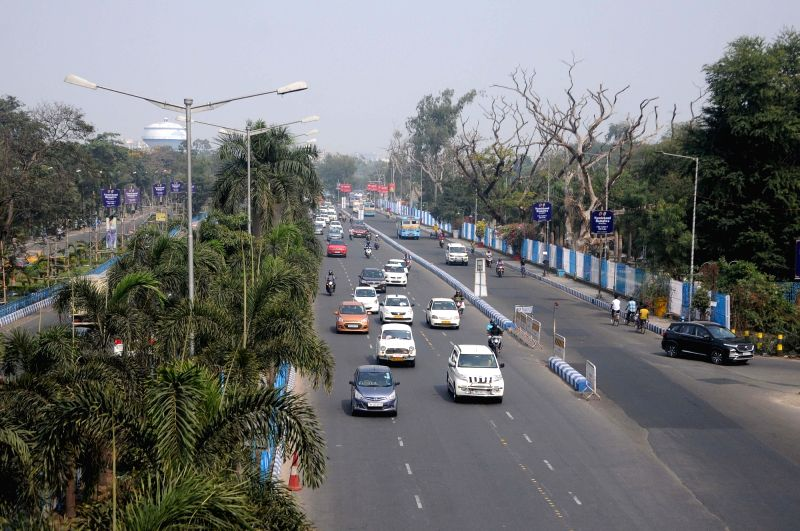 Traffic condition during Left, Congress jointly called a 12 hours strike in Kolkata on February 12th 2021. (Photo:Kuntal Chakrabarty/IANS)
