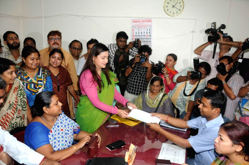 Trinamool Congress candidate from Chowringhee assembly constituency,  Nayna Banerjee files her nomination papers for upcoming by-polls in Kolkata on Aug 20, 2014.