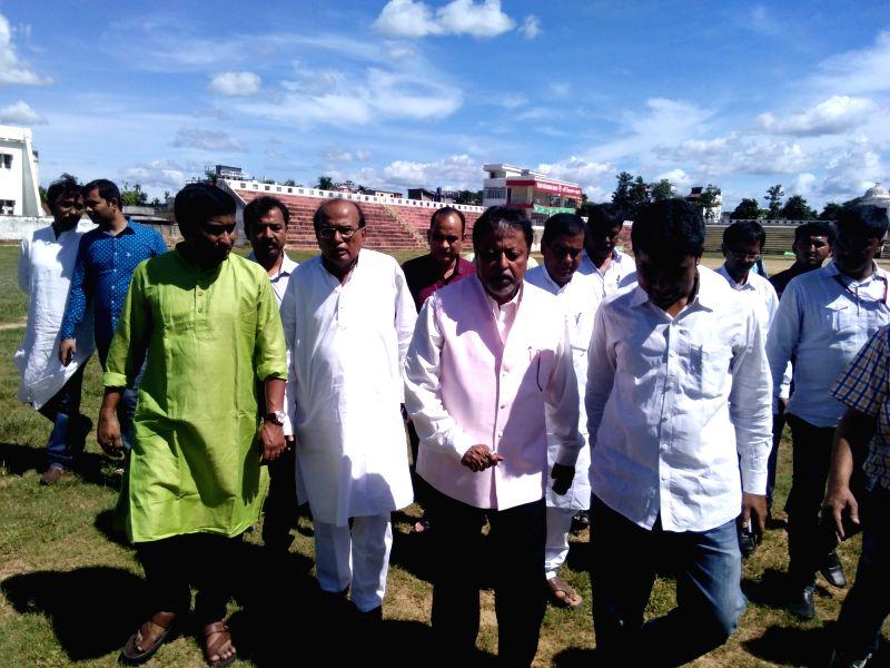 Trinamool Congress leader Mukul Roy arrives in Agartala ahead of West Bengal Chief Minister and Trinamool Congress supremo Mamata Banerjee's visit to Tripura on Aug 4, 2016. - Mukul Roy and Mamata Banerjee