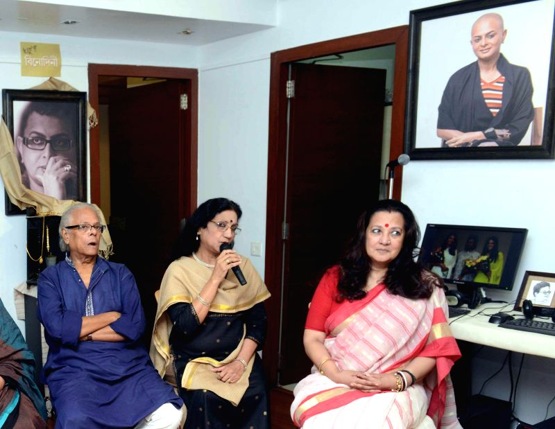 Trinamool Congress MP and actress Moon Moon Sen with other dignitaries during a program on late film director Rituparno Ghosh in Kolkata on Aug 23, 2014. - Moon Moon Sen