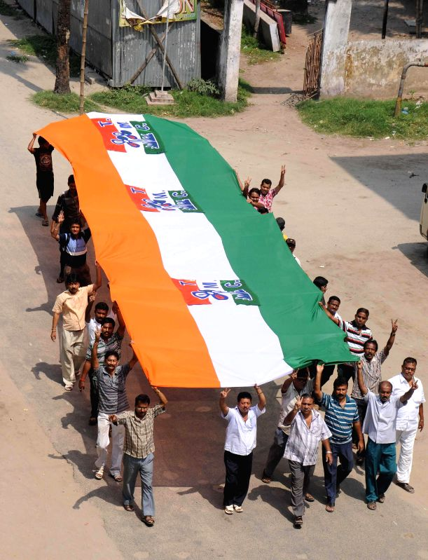 Trinamool Congress (TMC) workers carry a 40-meter long party flag as they celebrate party's performance in Kolkata on May 17, 2014.