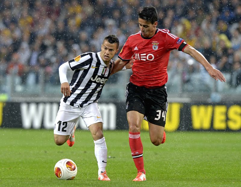Andre Almeida (R) of Benfica vies with Sebastian Giovinco of Juventus during their semifinal match at the 2013/2014 UEFA Europa League in Turin, Italy, May 1, 2014. ...