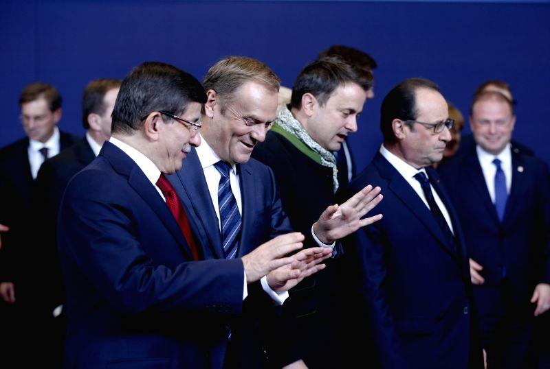 Turkish Prime Minister Ahmet Davutoglu (L, front) and European Council President Donald Tusk (R, front) talk at the start of an EU-Turkey Summit in Brussels, ... - Ahmet Davutoglu
