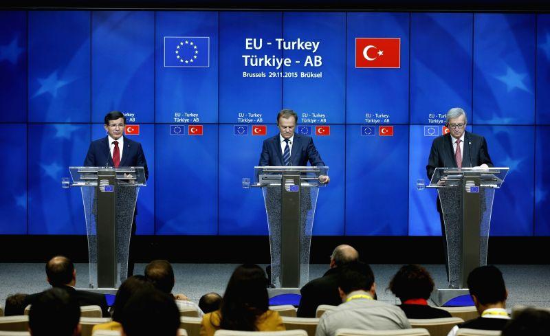 Turkish Prime Minister Ahmet Davutoglu, the European Council President Donald Tusk and the European Commission President Jean-Claude Juncker (L to R) attend a ... - Ahmet Davutoglu