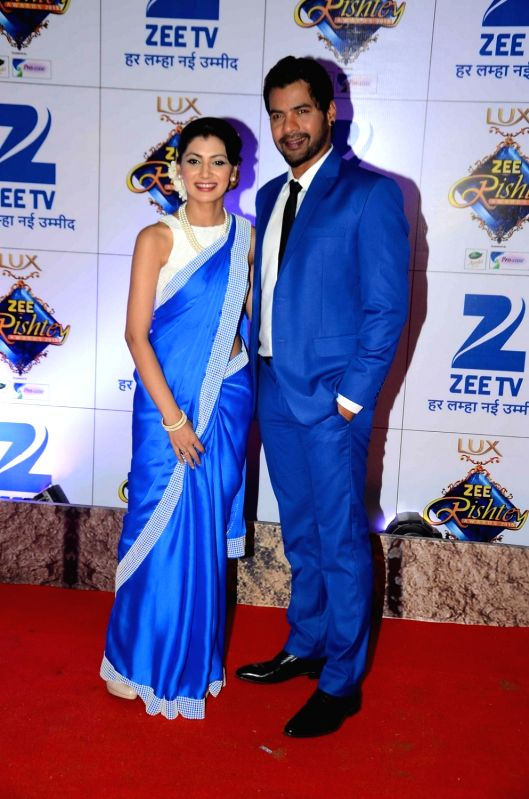 TV actors Sriti Jha and Shabbir Ahluwalia during the red carpet of Zee Rishtey Awards 2015, in Mumbai on November 21, 2015. - Sriti Jha and Shabbir Ahluwalia