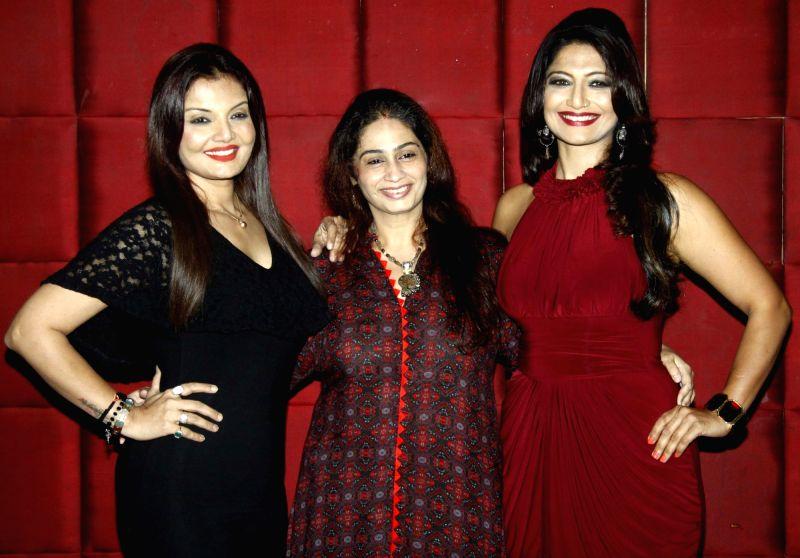 TV actress Deepshika Nagpal, Neena Singh and writer Aarti Nagpal during the party to celebrate Aarti winning Dadasaheb Phalke Award in Mumbai on July 26, 2016. - Deepshika Nagpal and Neena Singh