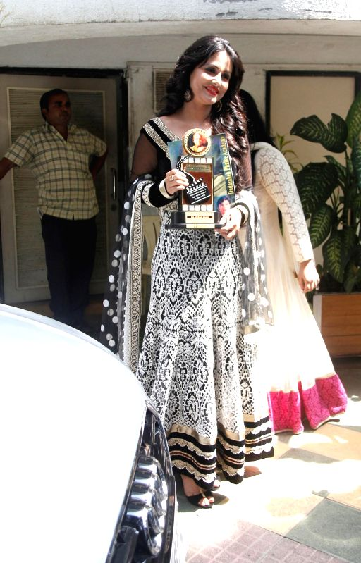 TV actress Hina Khan posing with tropy at Dadasaheb Phalke Academy Awards at Juhu in Mumbai.