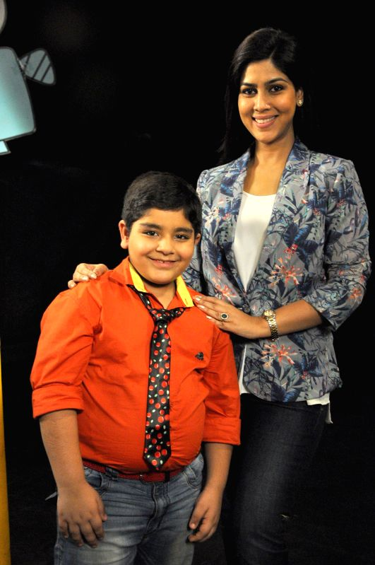 TV actress Sakshi Tanwar with Sadhil Kapoor on the sets of Captain Tiao show in Mumbai on 10 May, 2014. - Sadhil Kapoor