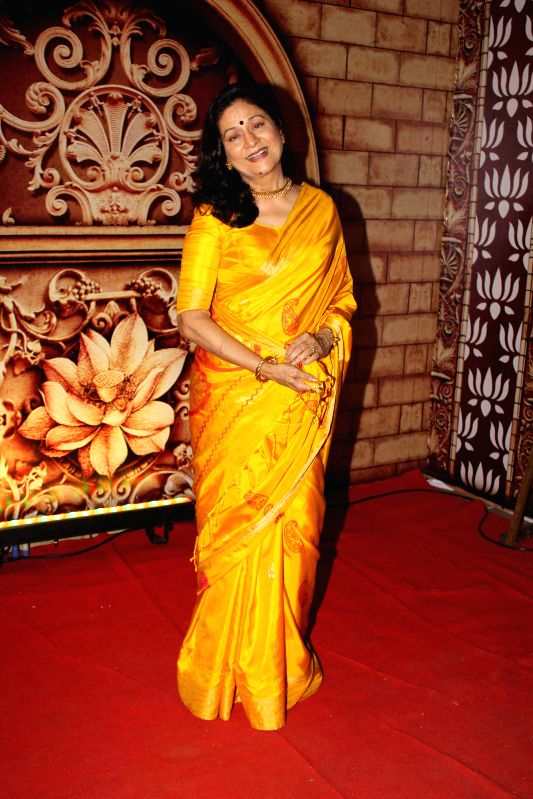 TV Celebs at Zee Rishtey Awards 2014 in Mumbai on 29th November, 2014
