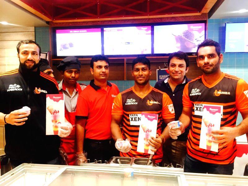 U Mumba teams players Rakesh Kumar, Surjeet, Md. Tuhin Tarafder and Havmor Ice Cream Ltd Managing Director Ankit Chona during a programme in New Delhi on July 25, 2016. - Rakesh Kumar