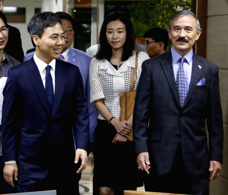 U.S. Ambassador to South Korea Harry Harris (R) visits the Jeonju City Hall in Jeonju, North Jeolla Province, on Aug. 6, 2018, in this photo provided by the city government.