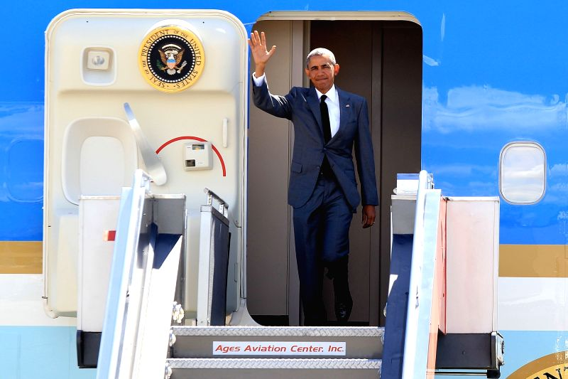 U.S. President Barack Obama waves his hand as he arrives for the Asia Pacific Economic Cooperation (APEC) meetings in Pasay City, the Philippines, on Nov. 17, ...
