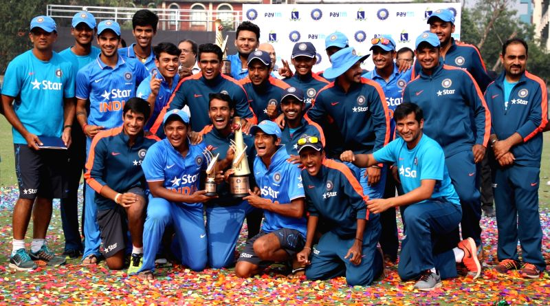U19 Indian cricket team posses with champion trophy after winning the tri-series against Bangladesh in Kolkata, on Nov 29, 2015.