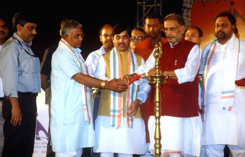 Union Agriculture Minister Radha Mohan Singh with BJP leaders Shahnawaz Hussain and Dilip Ghosh during a programme organised by Airport Authority of India in Kolkata, on June 13, 2017. - Radha Mohan Singh and Dilip Ghosh