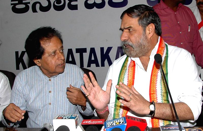 Union Commerce and Industry Minister and Congress leader Anand Sharma with party leader B.K. Chandrashekar during a programme organised to release a DVD in Bangalore on April 10, 2014.